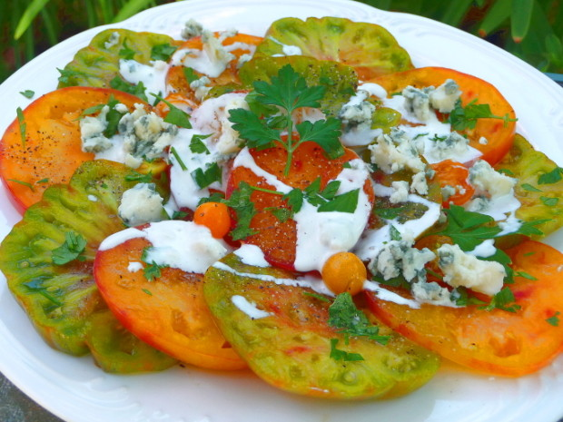 contessas heirloom tomatoes with blue cheese dressing recipe
