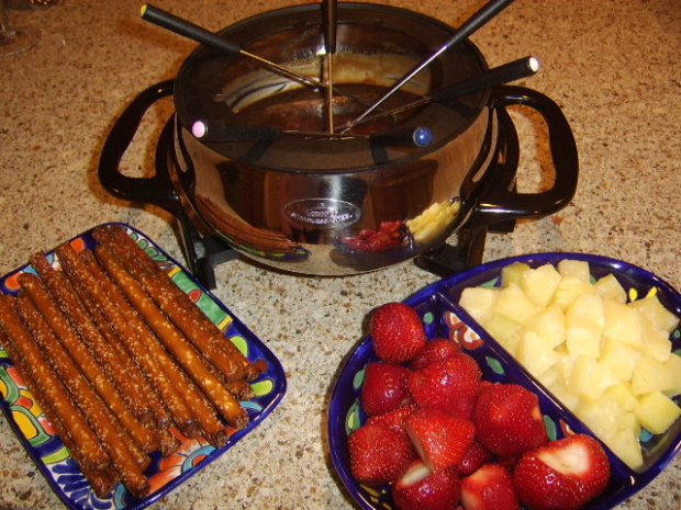 Toberlone Swiss Chocolate Fondue Recipe - Food.com
