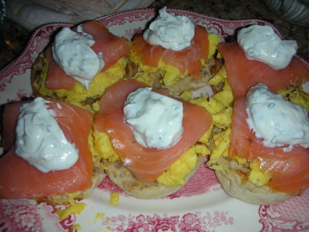 Scrambled Egg Muffins With Smoked Salmon And Sour Cream Recipe ...