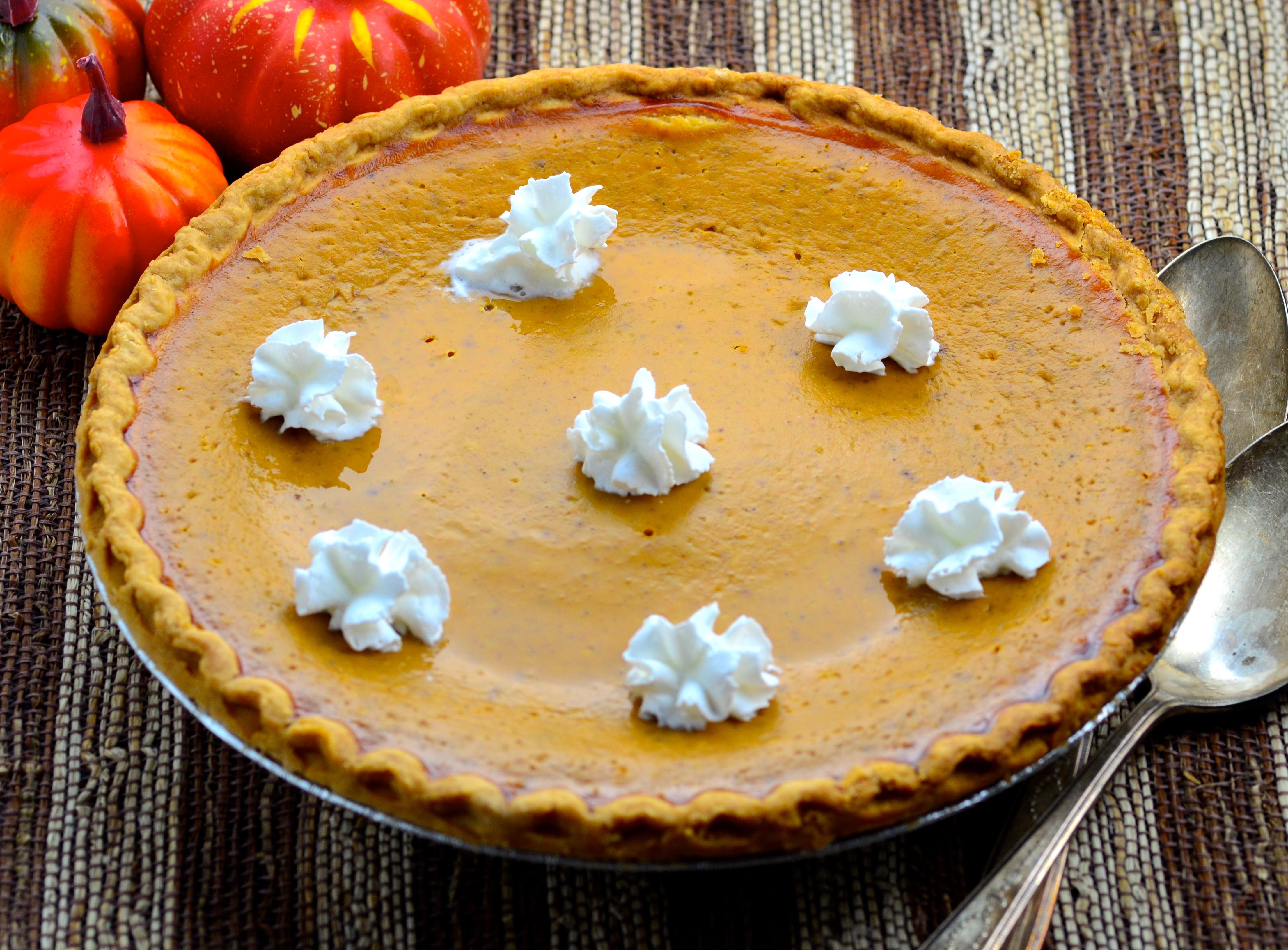Thanksgiving Pumpkin Pie (Uses Fresh Pumpkin)