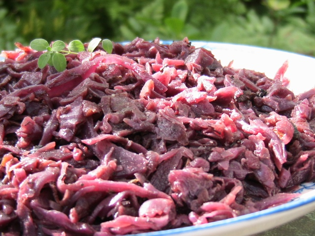 German Rotkohl – Spiced Red Cabbage With Apples and Wine