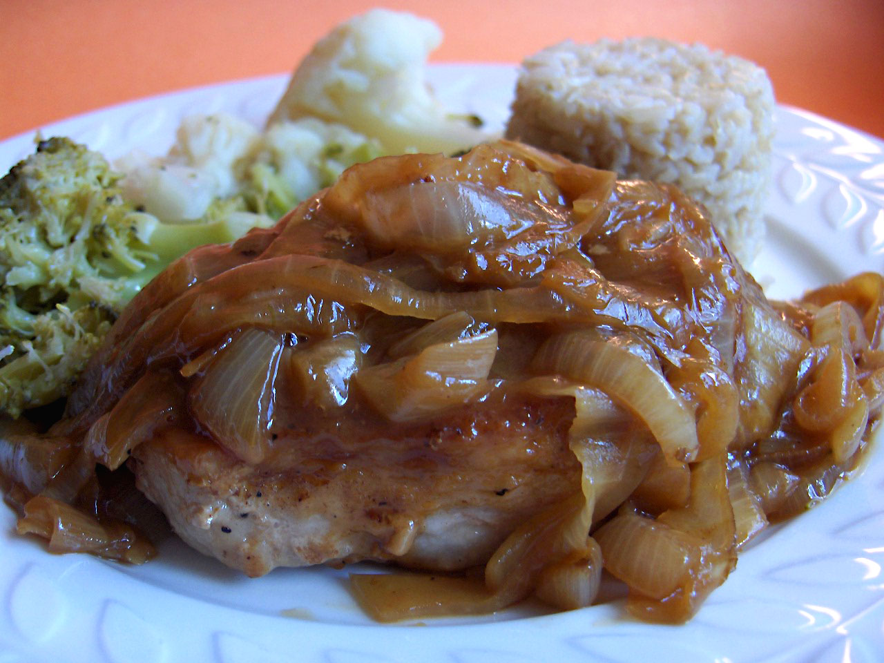 Pork Chops in Onion Sauce (Schweinekotelett in Zwiebelsosse)