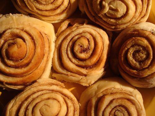 Copycat Cinnabon Rolls With Icing Recipe