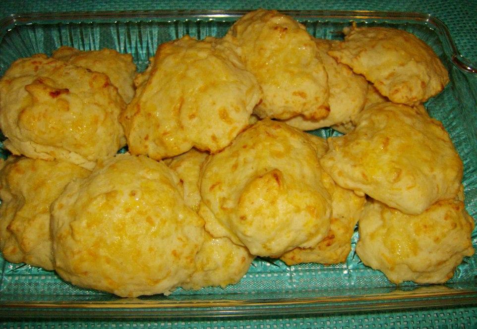 Dixie Stampede Garlic-Cheese Biscuits