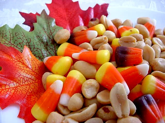 Halloween Party Treat (Candy Corn and Peanut Mix) Recipe