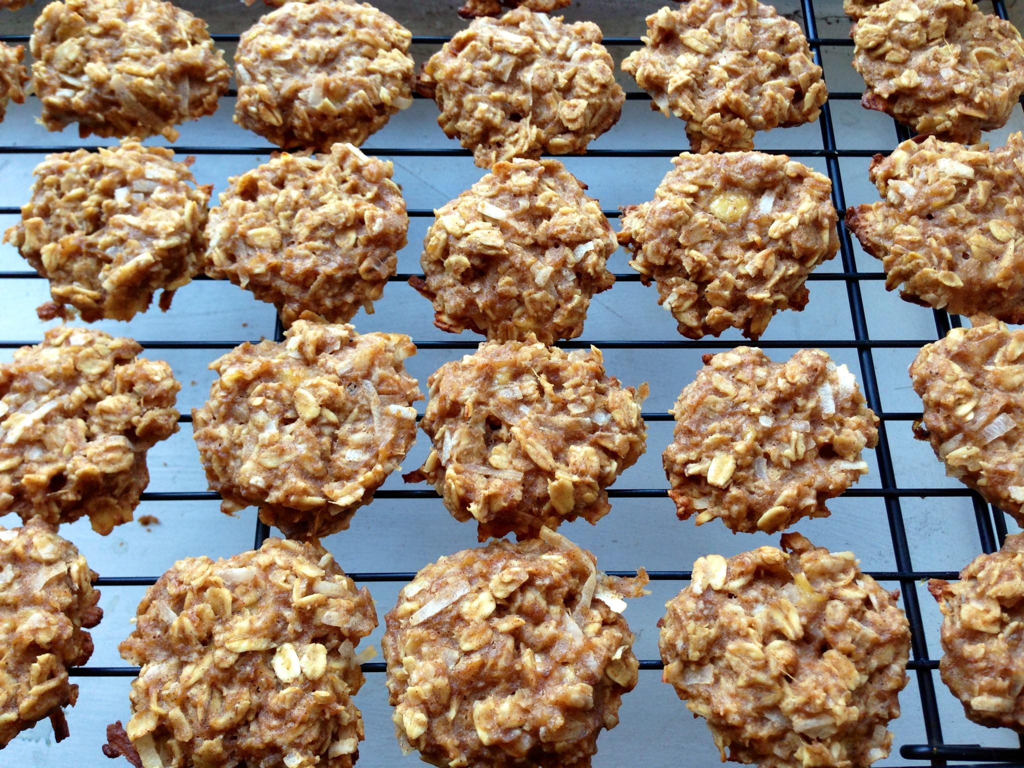 Healthy Peanut Butter Banana Oatmeal Cookies