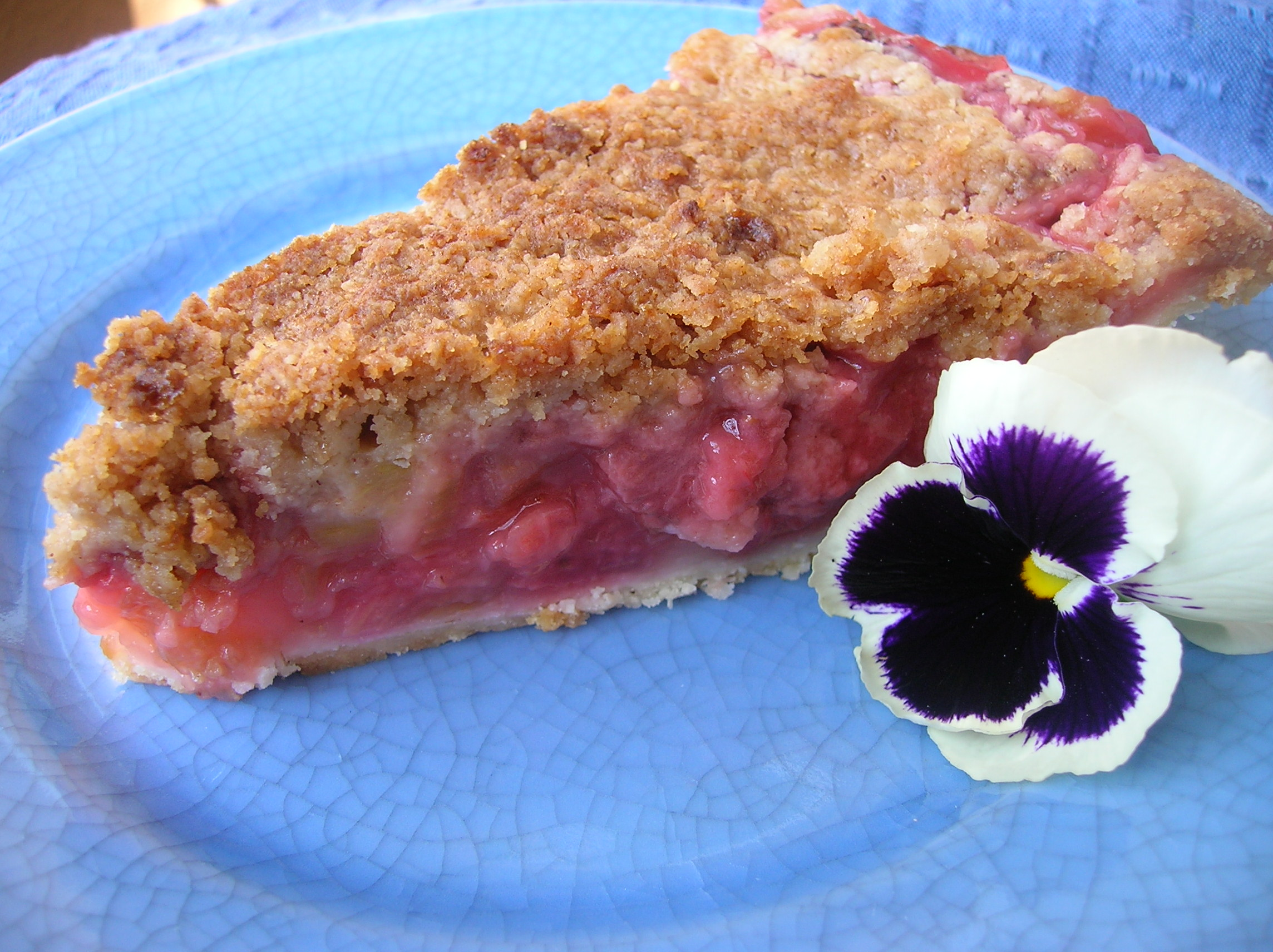 Strawberry Rhubarb Streusel Pie
