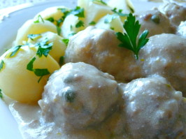 Konigsberger Klopse (German Meatballs in Creamy Caper Sauce). Photo by BecR