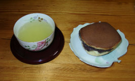 Dorayaki (Sweet Filled Pancakes). Photo by BirdyBaker