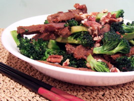Stir-Fried Beef, Broccoli and Pecans in Garlic Sauce. Photo by PaulaG
