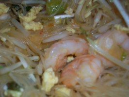 Paad Thai - Shrimp (Stir-Fried Thai Noodles). Photo by Laouli