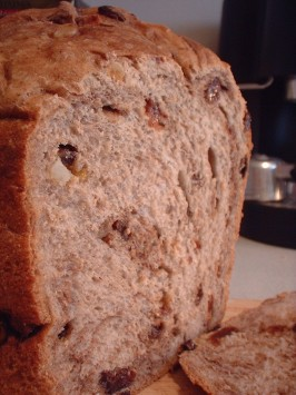 Cinnamon Raisin and Apple Bread (Abm / Machine). Photo by Ethan UK