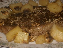 Beef Rib-Eye Roast With Potatoes, Mushrooms and Pan Gravy. Photo by Dreamgoddess