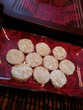 Hawaiian Coconut Shortbread Cookies. Photo by msnokaoi