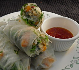 Vietnamese-Style Fresh Spring Rolls With Salmon. Photo by PaulaG