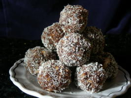Kiwidutch's  Rum Balls,  Sultanas, Nuts, No Condensed Milk, Not . Photo by kiwidutch