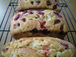 Super Strawberries & Cream Bread. Photo by CoffeeB