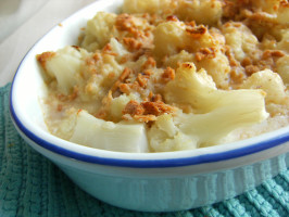 Traditional English Cheddar Cauliflower Cheese - Gratin. Photo by Lalaloula