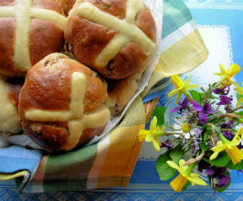 Traditional Fruity and Spiced Hot Cross Buns: Bread-Maker. Photo by French Tart