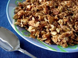Vanilla-Scented Granola. Photo by Marg (CaymanDesigns)
