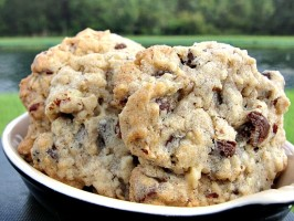 Yummy Oatmeal Chocolate Chip Cookies. Photo by diner524