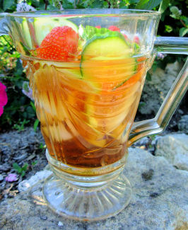 English Pimm's on the Lawn - Pimms No.1 Cup Cocktail. Photo by French Tart