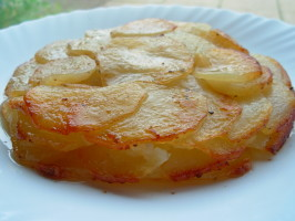 Classic Pommes Anna - Simple French Gratin Potato Cake. Photo by French Tart