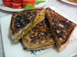 """Vegan Grilled """"cheeze"""" Sammiches!. Photo by Enjolinfam"""