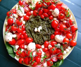Festive Caprese Salad Wreath. Photo by Zurie