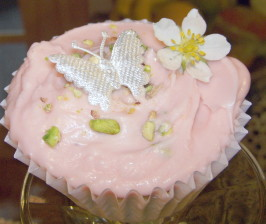 Rambling Rose Cupcakes - Adorable, Elegant Cupcakes!. Photo by Elly in Canada