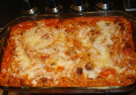 On the Fly Spaghetti Pie - Baked Spaghetti. Photo by Little_Sister