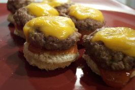 Cheesy Mini Burgers. Photo by Nif