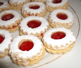 Traditional Algerian Sables (Cookies) - Like Linzer Augen. Photo by Um Safia