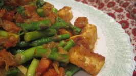 Sauteed Asparagus With Curried Tofu and Tomatoes. Photo by magpie diner