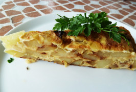 Spanish Omelette (Tortilla De Patatas) (Spain). Photo by awalde