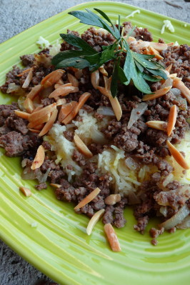 Timman Z'affaran (Iraqi Saffron Rice With Meat). Photo by Cookgirl