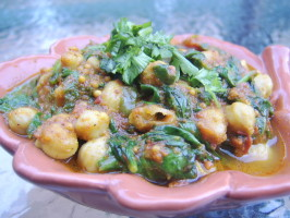Just Right Spinach & Chickpea Curry (Vegan) - Chole Palak. Photo by LifeIsGood