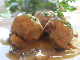 "Swedish ""meat"" Balls With Gravy (Vegan). Photo by magpie diner"