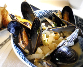 "Easy ""6"" Ingredient Steamed Mussels in Beer. Photo by Bergy"