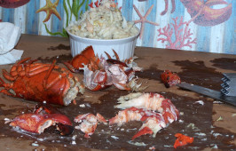 Seafood (Crab, Shrimp and Lobster) Boil and How to Open and Eat. Photo by Rita~