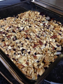 Oats Almond Mixed Berry Crisp. Photo by Selphie38