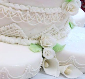Almond-Sour Cream Cake