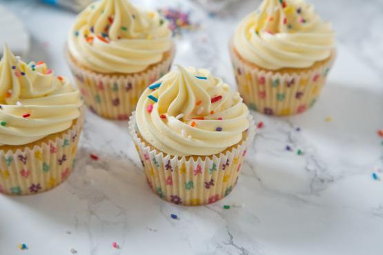 Simple White Cupcakes Recipe - Food.com