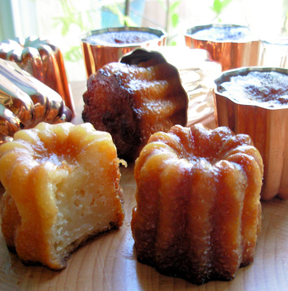 Caneles de bordeaux french rum and vanilla cakes recipe for Aquitaine france cuisine