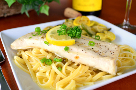 Grilled fish with garlic white wine and butter sauce for Grilled white fish recipes