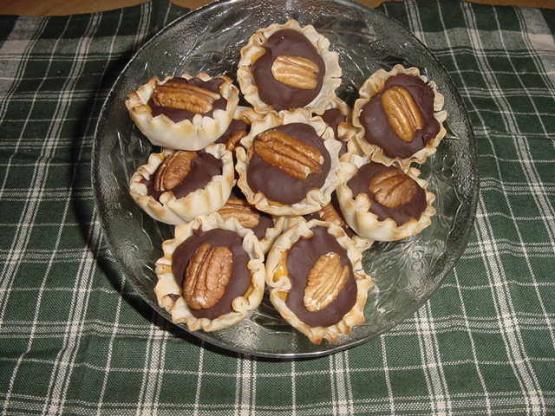 Mini Butterscotch Choco-Pecan Phyllo Cups Recipe - Food.com