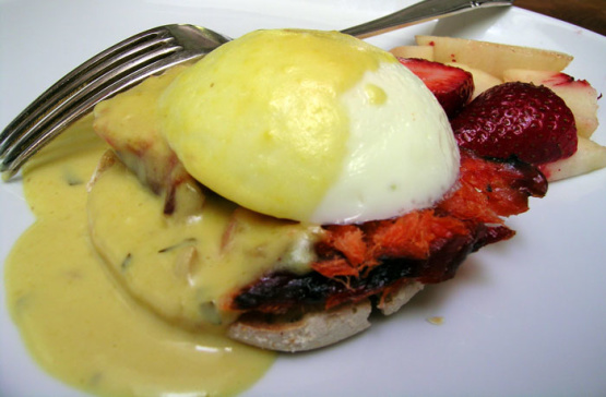 Poached Eggs And Smoked Salmon With Tarragon Bearnaise Recipe