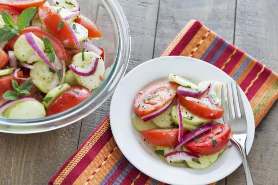 tomato cucumber vinegar salad