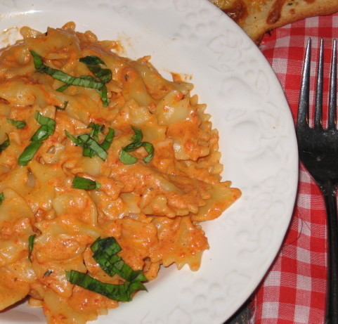 Bow Tie Pasta With Roasted Red Pepper And Cream Sauce Recipe - Food ...