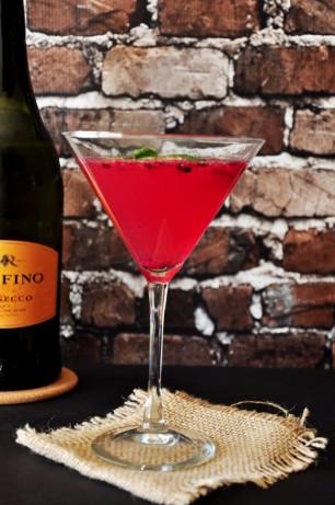 pink flirtini martini Ruby martini- if you like grapefruit flirtini: grapefruit love potion #9 cocktail / 1½ ounces vodka ½ ounce peach schnapps 3 ounces pink grapefruit juice 1.